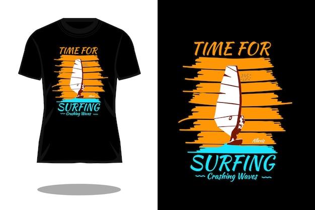 Zeit zum surfen silhouette retro-t-shirt-design Premium Vektoren
