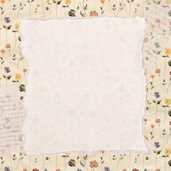 Zerrissenes papier auf einem blumenhintergrund