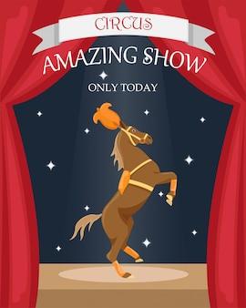 Zirkus trainiertes pferd in bühnendekoration