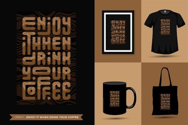 Zitat inspiration t-shirt genießen sie es, wenn sie ihren kaffee für den druck trinken. moderne vertikale designschablone modekleidung, plakat, einkaufstasche, becher und waren