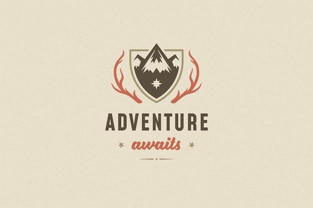 Zitieren sie typografie mit handgezeichnetem bergfelsensymbol für grußkarte oder plakat und andere.