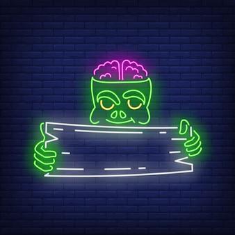 Zombie, der neonzeichen des hölzernen schildes hält
