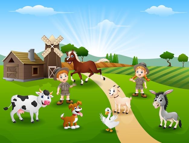 Zoowärter halten tiere in der farm