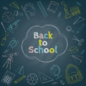Zurück zu dem schulhintergrund umgeben durch bunte kreidezeichnung des briefpapiers, des kurses und der schuleinzelteile auf schwarzer tafel