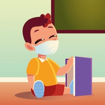 Zurück zur schule des jungenkindes mit medizinischer maske und notizbuch, sozialem abstand und bildungsthema