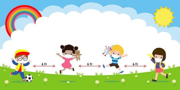 Zurück zur schule für ein neues normales lifestyle-konzept, glückliche kinder, die gesichtsmaske und soziale distanzierung tragen