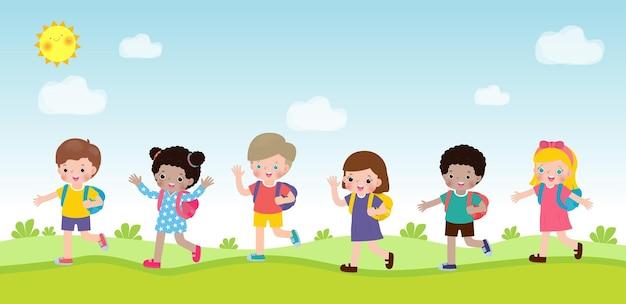 Zurück zur schule für eine gruppe von schülern und zu fuß gehen zur schule satz glücklicher kinder einzeln auf hintergrund