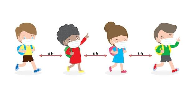 Zurück zur schule für neues normales lebensstilkonzeptkinder, die gesichtsmaske und soziale distanzierung tragen, schützen coronavirus covid 19 lokalisiert auf weißem hintergrund