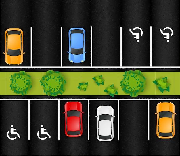 Zusammensetzung der draufsicht des parkplatzes mit außenlandschaft mit grünen bäumen und markiertem asphalt mit autos