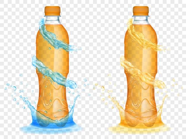 Zwei durchscheinende plastikflaschen, gefüllt mit orangensaft, mit hellblauen wasserkronen und spritzern, einzeln auf transparentem hintergrund. transparenz nur im vektorformat