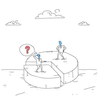 Zwei geschäftsleute auf dem pie diagram, das ungleichheits-anteile, geschäftsmann-wettbewerbs-erfolgs-konzept erhält