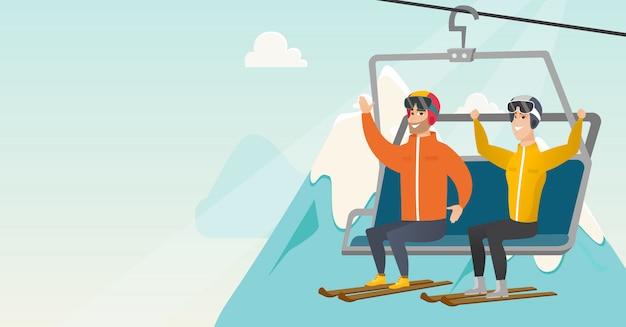 Zwei kaukasische skifahrer, die kabelbahn am skiort verwenden