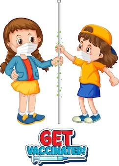 Zwei kinder-cartoon-figur hält keine soziale distanz mit get vaccinated-schriftart isoliert auf weißem hintergrund