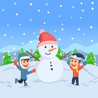 Zwei kinder spielen mit dem fallenden schnee