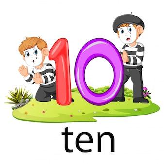 Zwei kleine pantomime, die mit der nummer zehn ballons spielen