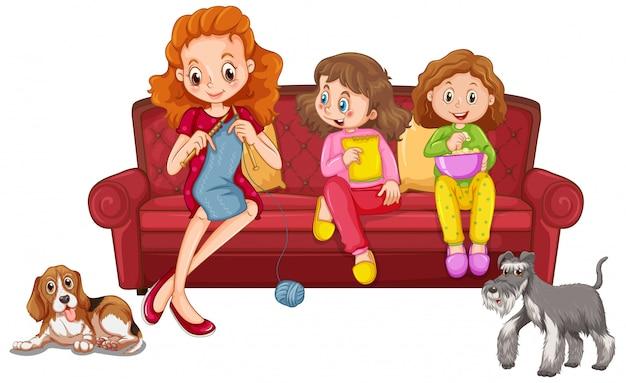 Zwei mädchen essen snack und mutter stricken auf dem sofa