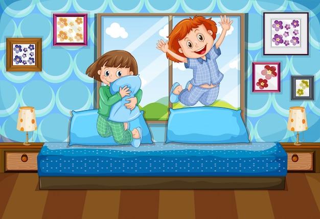 Zwei mädchen in den pyjamas, die auf bett springen Premium Vektoren