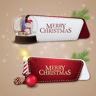Zwei moderne weihnachtsfahnen mit kerze und schnekugel