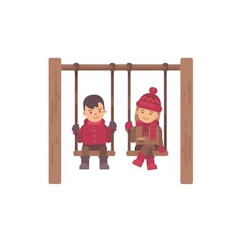 Zwei nette kinder, die auf schwingen sitzen