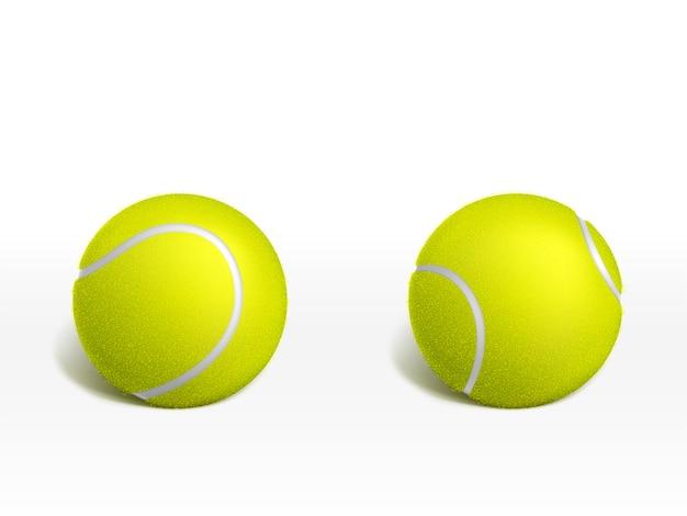 Zwei neue tennisbälle, die auf weißer oberfläche liegen