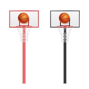 Zwei realistische basketball-backboards 3d - rot und schwarz - mit fliegenden bällen lokalisiert auf weißem hintergrund.
