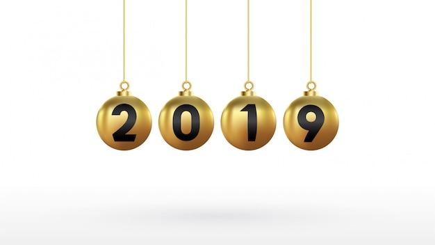 2019 feliz ano novo com bolas de natal de cor dourada