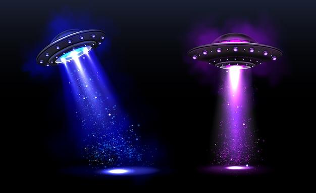 3d ufo, naves espaciais alienígenas de vetor com feixes de luz azuis e roxos com brilhos. pires com iluminação e raio brilhante para abdução humana, objetos voadores não identificados ilustração em vetor realista