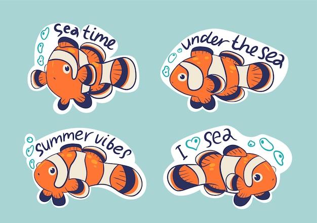 4 adesivos com palhaços de peixes e inscrições.