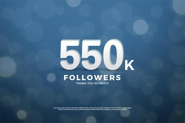550 mil seguidores com números e fundo bokeh