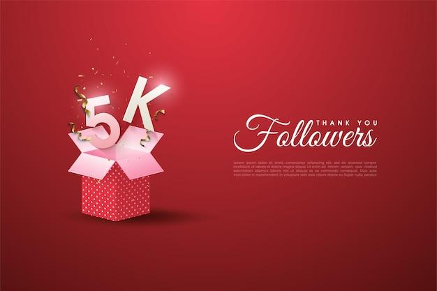 5k seguidores ilustrados com números e letras em uma caixa de presente rosa.