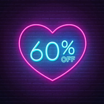 60 por cento fora do sinal de néon em uma moldura em forma de coração. projeto de iluminação com desconto de dia dos namorados.