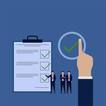 A apresentação da equipe de negócios concluiu a revisão de tarefas.