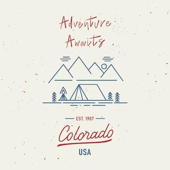 A aventura o aguarda com letras de mão colorado. conceito de viagens com respingos de aquarela abstratos.