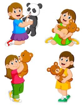 A coleção das garotas brincando com suas bonecas
