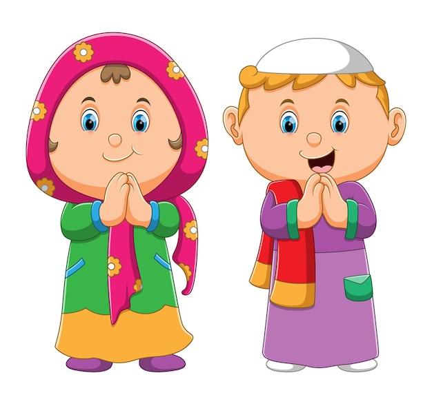 A coleção do menino e da menina muçulmanos dando a saudação