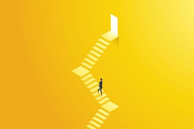 A empresária sobe as escadas que levam a uma porta iluminada com degraus, simbolizando