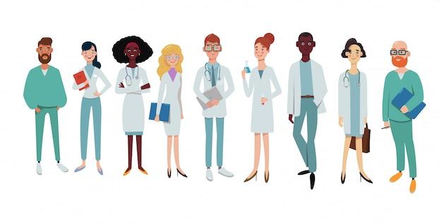 A equipe de médicos está olhando para a câmera e sorrindo em fundo branco, laboratório, hospital. pessoal da clínica com rostos felizes