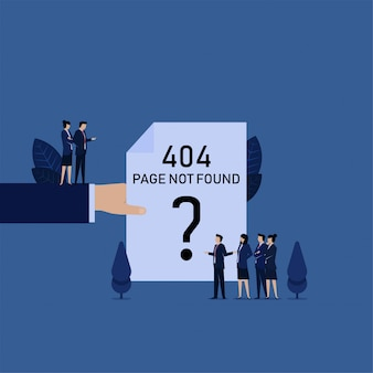 A mão do negócio prende a equipe do papel da página do erro 404 queixa-se ao gerente.