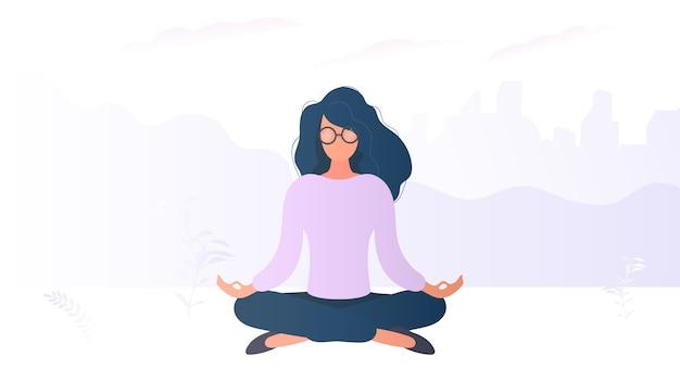 A menina está meditando. uma mulher de óculos estava fazendo yoga. relaxe vector.
