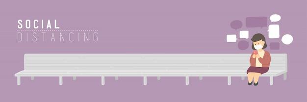 A mulher com o smartphone do bate-papo da máscara na cadeira do banco mantém a distância ao surto de proteção covid-19, ao cartaz do conceito do distanciamento social ou à ilustração social da bandeira no fundo violeta, espaço da cópia