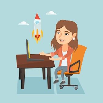A mulher de negócios nova que trabalha no negócio começa acima.