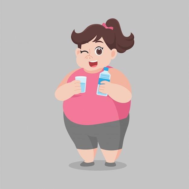A mulher gorda grande que bebe a água fresca, garrafa mais limpa da água, vidro, boa saúde, desenhos animados da dieta, perde peso, conceito saudável dos cuidados médicos do estilo de vida.