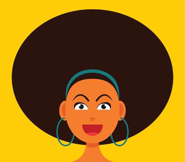 A mulher sorridente rosto com cabelo grande afro.