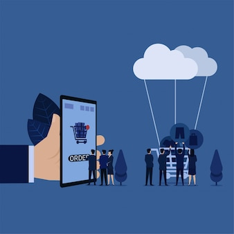 A ordem do clique do gerente do negócio no telefone móvel quando outro colocar ícones do disconto das calças de brim da roupa no carro conectou à metáfora da nuvem do pedido em linha.