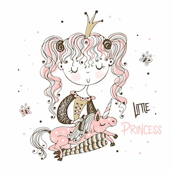 A pequena princesa fofa penteia a crina de seu unicórnio.