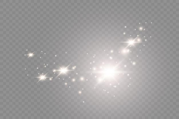 A poeira é amarela. faíscas amarelas e estrelas douradas brilham com uma luz especial. o vetor brilha em um fundo transparente. efeito de luz de natal. partículas de poeira mágica cintilantes.