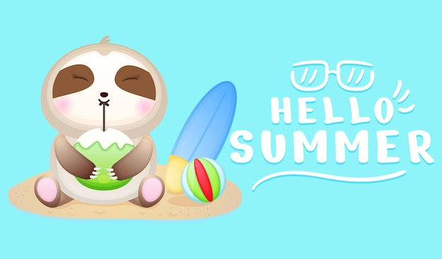 A preguiça bebê fofa senta na areia e bebe água de coco com a faixa de saudação de verão