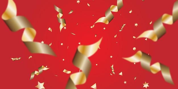 A serpentina de ouro explodiu sobre um fundo vermelho.