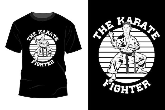 A silhueta do desenho da maquete da camiseta do lutador de caratê