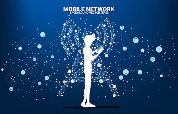 A silhueta do homem usa o estilo do polígono do ícone da torre da antena do telefone móvel da conexão do ponto e da linha. conceito de telecomunicação móvel e tecnologia de dados